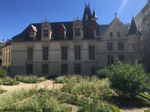 The Gothic/Renaissance glory of Hôtel de Sens is offset perfectly by its tidy but carefree jardin.